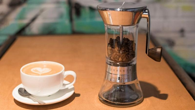 Best-manual-coffee-grinders-lifestyle