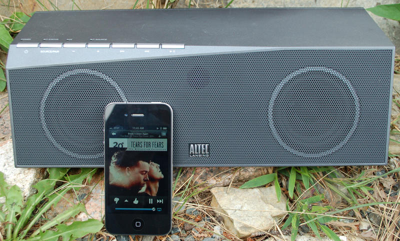 Altec-Lansing-inMotion-Air-iPhone
