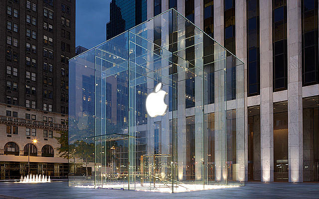 Apple Fifth Avenue store exterior