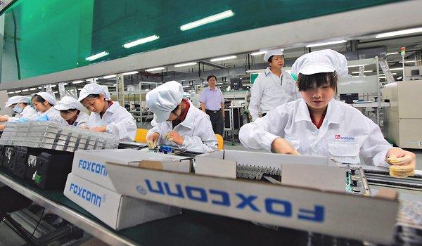 Foxconn-factory-workers