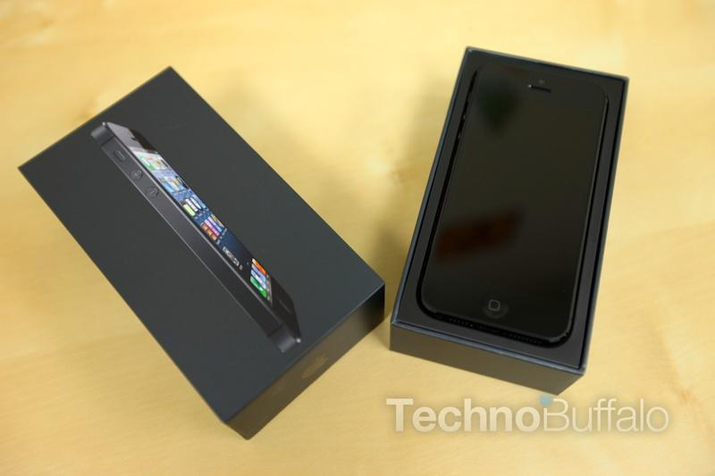 Apple_iPhone_5_Box_Open