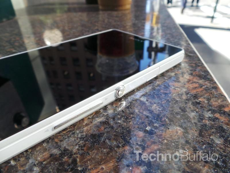 Sony Xperia Z Review - Side Close Shot