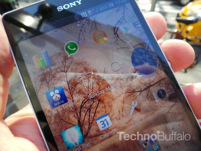 Sony Xperia Z Review - Screen - Close Up