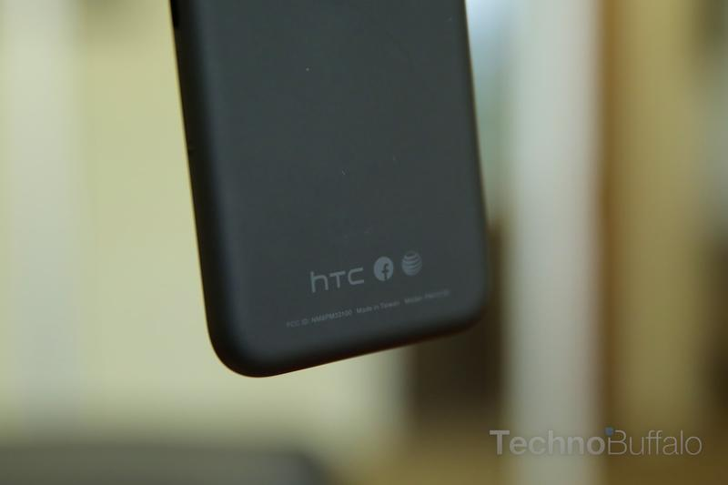 HTC First Review-Back-Logo