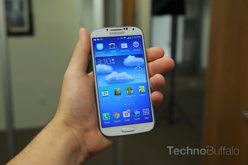 Samsung Galaxy S4 VS HTC One-In Hand 2