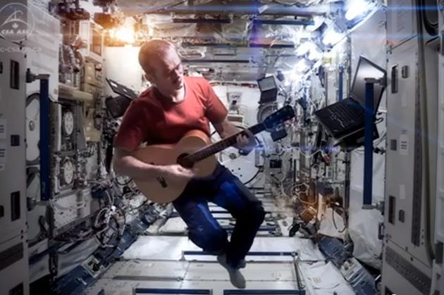 hadfield-ISS-space-oddity