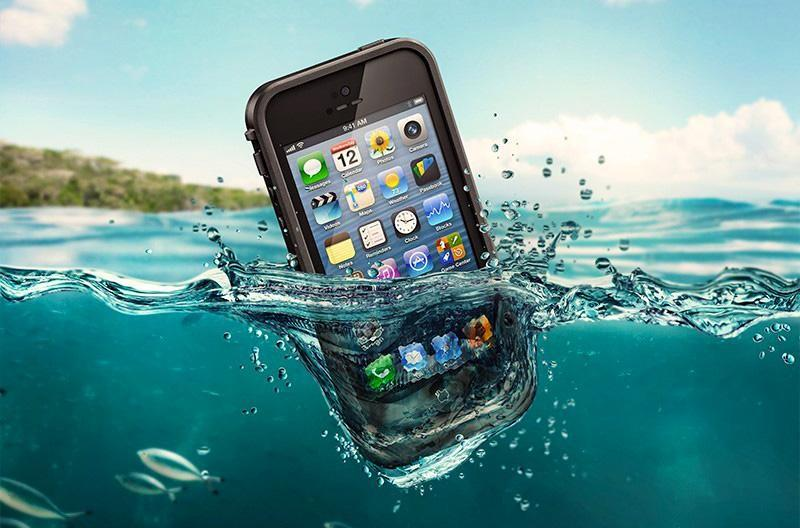 LifeProof-130101-Waterproof-iPhone-5-case-in-Black