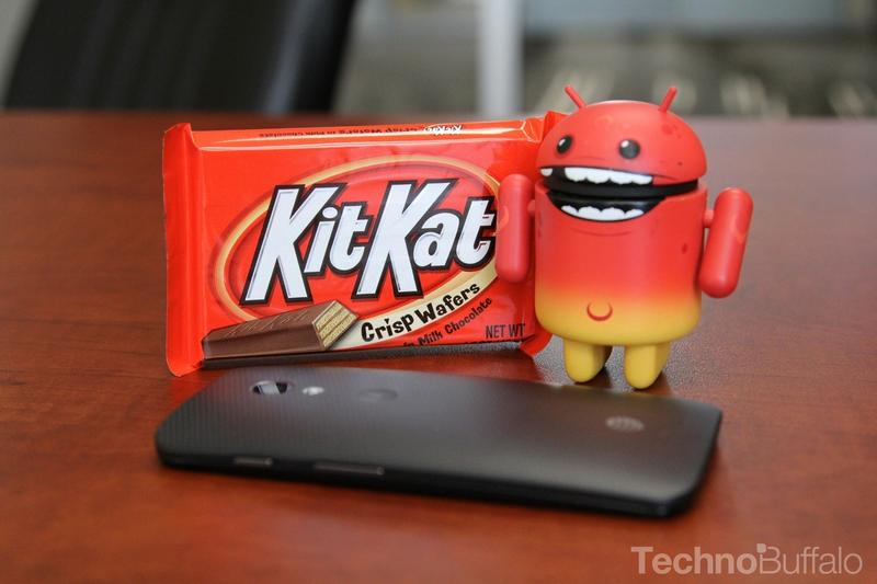 Android KitKat - Red Mascot Standing, Moto X