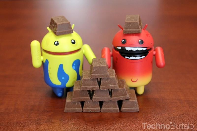Android KitKat - Yellow and Red Mascots, KitKat Pyramid and Helmets