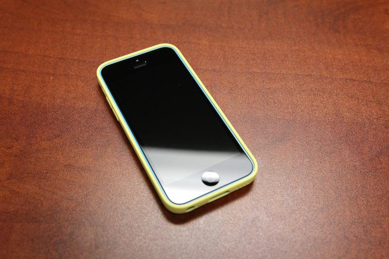iPhone 5C in Blue with yellow case screen