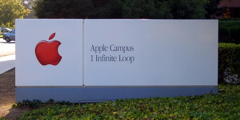 Apple_Headquarters_Sign_ByDay
