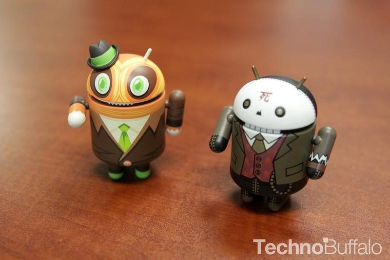 Android Figure - Huck Gee, Tolleson, Side-by-side