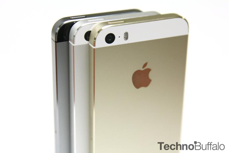 iPhone 5s Gold, Apple, Standing