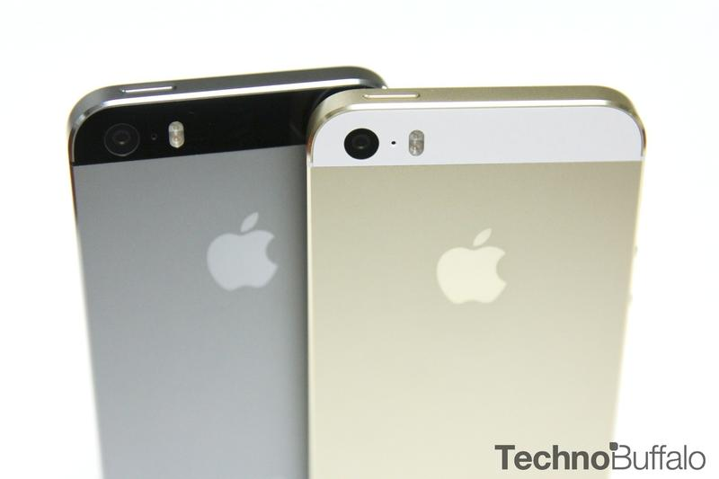 iPhone 5s Gold, Black, Standing