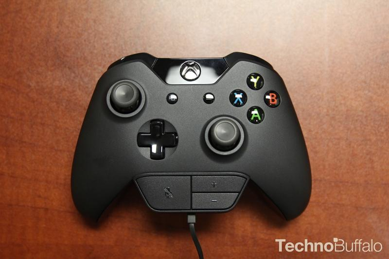 Microsoft Xbox One-Headset-Connector-2