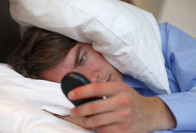 phone-in-bed