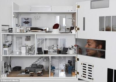 Clearview doll house