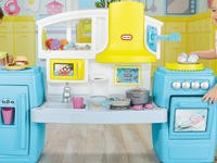 Aide your child's development with the best play kitchen