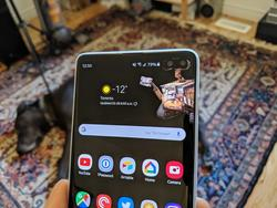Make your Galaxy S10's front cameras a feature with these wallpapers!
