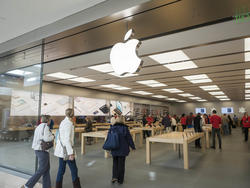 Apple is bringing back the 3D window displays for Apple Stores