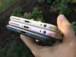 Samsung quietly removes ads poking fun of Apple's headphone jack removal