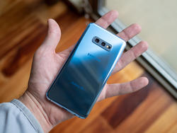 Here are the best Galaxy S10e cases