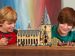 Explore the Hogwarts Great Hall with this LEGO Harry Potter set at a new low price