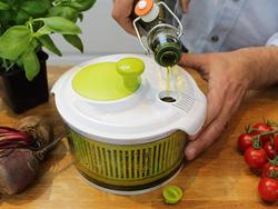 Whizz up a healthy meal with the best salad spinner