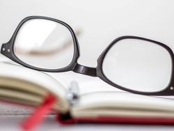 Enhance your vision with the help of these stylish reading glasses
