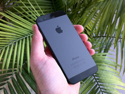 Industrial Designer Explains Why the Unibody iPhone 5 Makes Sense