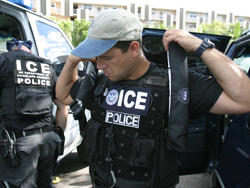 U.S. Immigration and Customs Enforcement to Test BlackBerry 10