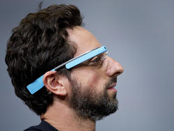 Google Glass With a Built-In Projector Gets Patented by Google