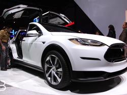 Video: Tesla Model X Falcon Wing doors explained with lego!