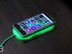 Nokia DT-903 Smart Wireless Charging Plate Hands-On