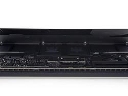 """New 13"""" MacBook Pro teardown—good luck fixing it on your own"""