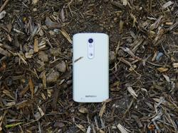 DROID Turbo 2 unboxing: Is this thing really shatterproof?