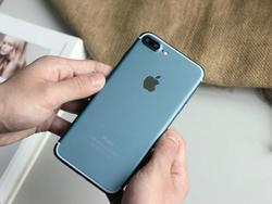 """""""iPhone 7 Pro"""" prototype pictured in blue, powers on... It's probably fake"""