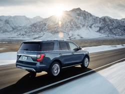 2018 Ford Expedition debuts with wireless charging, tons of other tech