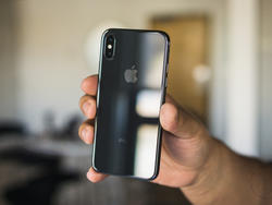 iPhone X Redux: Apple Puts the Old Flagship Back in Production