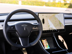 Tesla is right: Model 3's single display feels like the future
