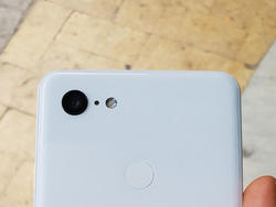Pixel 3 XL Breaks Cover in Newly Leaked Pictures