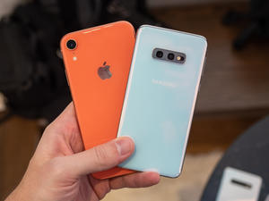 Galaxy S10e vs. iPhone XR: Battle of the lower-priced flagships