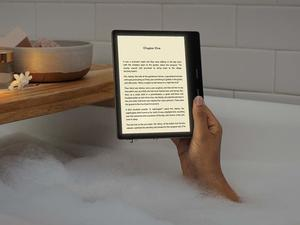 Amazon's updated Kindle Oasis gains new color adjustable front light