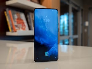 Does the OnePlus 7 Pro come with a screen protector?