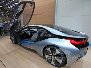 BMW i8 Plug-in Hybrid Concept First Look (Video)