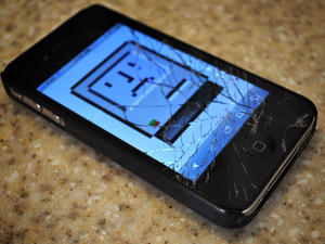 Judge Says iPhone 4 Owners with Shattered Screens Can't Sue Apple