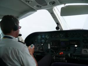 Texting Pilot Forgets to Lower Landing Gear, Flight Forced to Abort Landing 392 Feet Above Ground