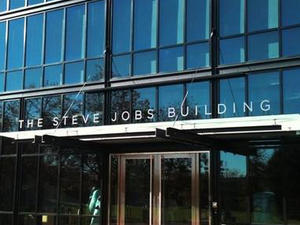 Pixar Remembers Steve Jobs, Dedicates Main Building To Him