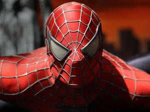 """Amazing SpiderSense Suit Lets You """"Feel"""" Nearby Objects"""