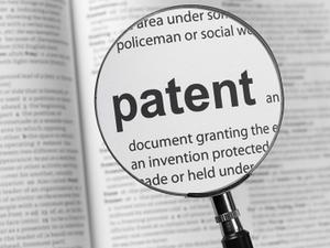 """Google Makes Open-Source Pledge """"We Won't Sue First,"""" MS Debuts Searchable Patent Site"""